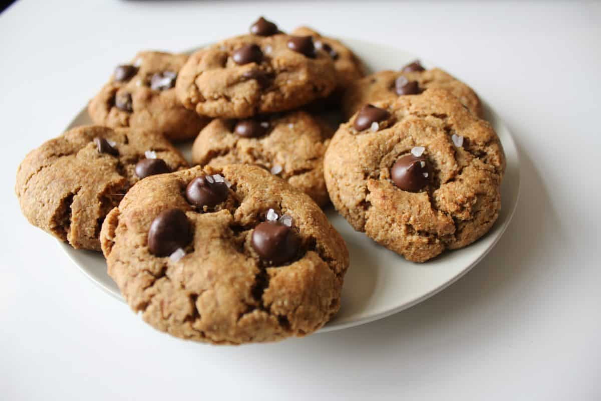 Healthy Flourless Chocolate Chip Cookies