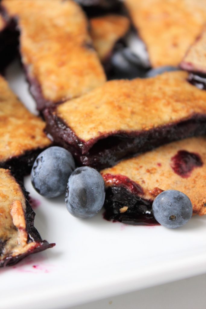 Healthy Blueberry Pie Fries! Made with all natural ingredients, gluten free, refined sugar free, and dairy free! #blueberrypie #glutenfree #healthydesserts #bueberrypieries #bakingwithkids