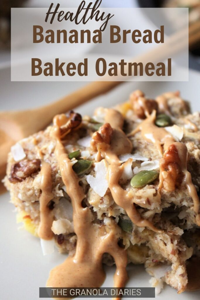 Healthy Banana Bread Baked Oatmeal, a delicious vegan oat recipe! Top it with some Peanut Butter for a real treat. Gluten free & sugar free. #bakedoats #veganbakedoatmeal #peanutbutterbanana
